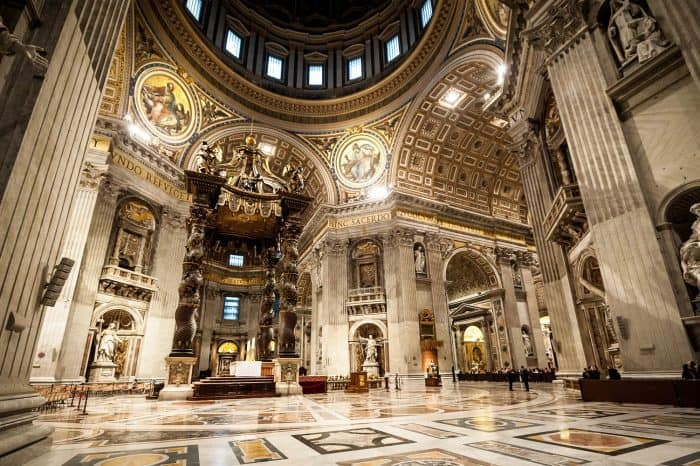 The complete Vatican tour with Vatican museums, Sistine Chapel and St. Peter's Basilica.